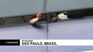 Brasile, Lula si è consegnato alla polizia. Prima notte in carcere