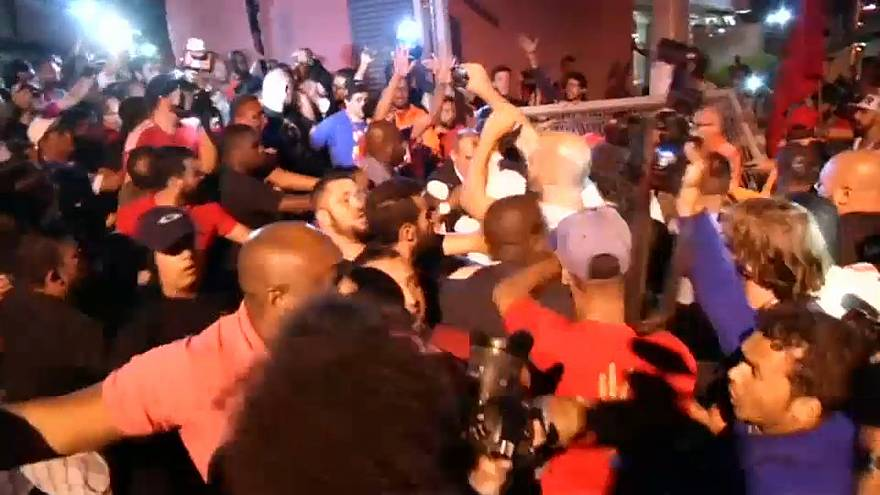 Thousands attempt to block Brazil's ex-president Lula starting jail term