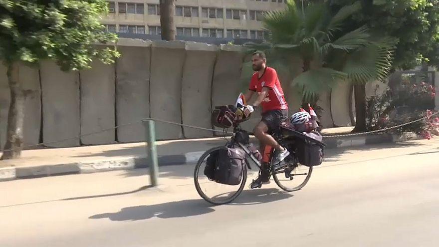 شاهد: رحلة على الدراجة من مصر إلى روسيا لحضور كأس العالم