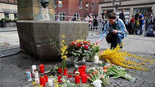 Polícia alemã procura motivos para atropelamento em Münster