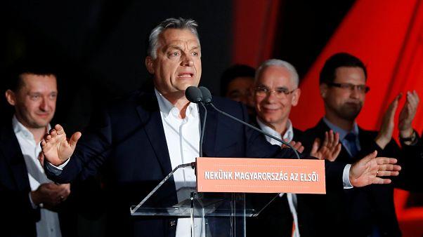 Orbán sorsdöntő győzelemről beszélt, Vona Gábor bejelentette lemondását - élő közvetítés