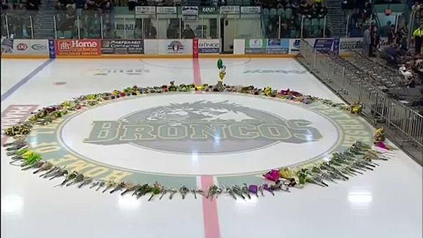 Kanadai buszbaleset: Az áldozatokra emlékeztek