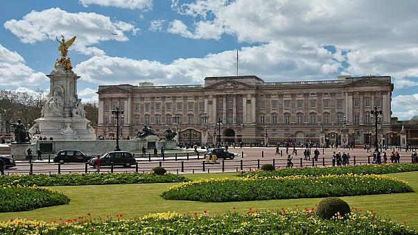 شرطة لندن تعتقل رجلا أوقف سيارته قرب قصر بكنغهام
