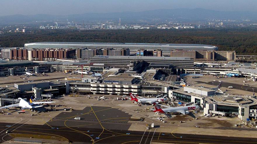Deutschland: Viele Flugausfälle wegen Streiks an 4 Airports