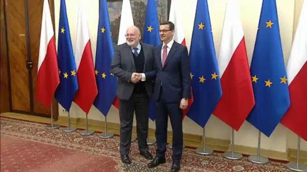 Timmermans zu Krisengesprächen in Warschau