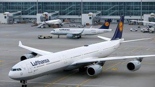 Caos (anche) nei cieli tedeschi, Lufthansa cancella 800 voli per martedì