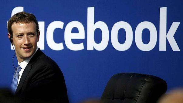 زوكربيرغ يجتمع بمشرعين بالكونغرس قبل شهادته حول البيانات المسربة