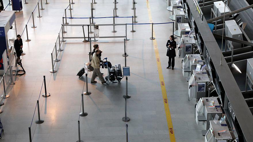 Пассажиры на стойке регистрации авиакомпании Air France в Ницце