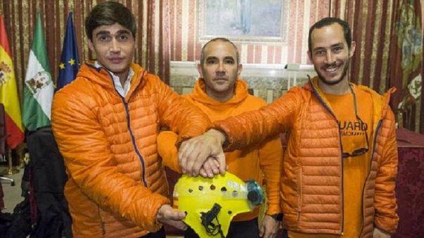 España respalda a los tres bomberos acusados de tráfico de personas en Lesbos