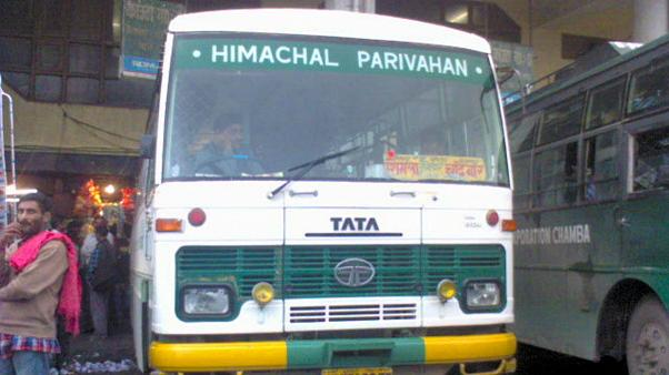 دستکم ۳۰ نفر بر اثر سقوط اتوبوس به دره ای در شمال هند جان باختند