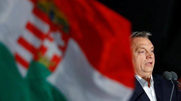 Μουδιασμένη η Ευρώπη από τη νίκη Όρμπαν στην Ουγγαρία
