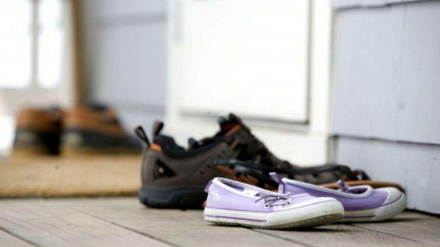 Amerikalı bilim adamı: Evde ayakkabı giymek sağlık açısından riskli