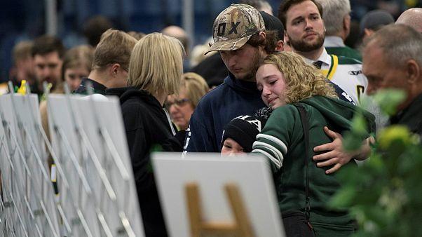 گردهمآیی خانوادههای قربانیان تصادف تیم جوانان هاکی روی یخ کانادا