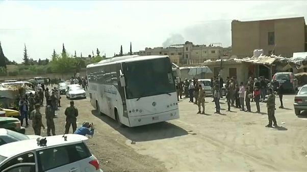 Syrien: Rebellen und Zivilisten beginnen Abzug aus Duma