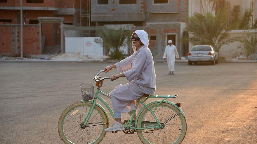 ركوب المرأة السعودية الدراجة في جدة يفتح لهن المزيد من الخيارات