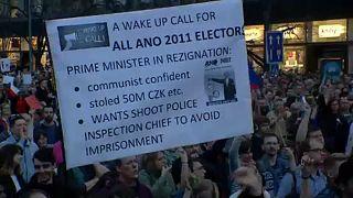 Διαδηλωτές ζητούν την παραίτηση του Τσέχου πρωθυπουργού