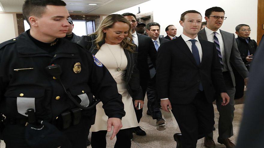 زوكربرغ يعتذر عن أخطاء فيسبوك