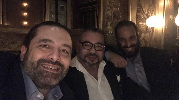 بن سلمان (يمين) ومحمد السادس وسعد الحرير في العاصمة باريس