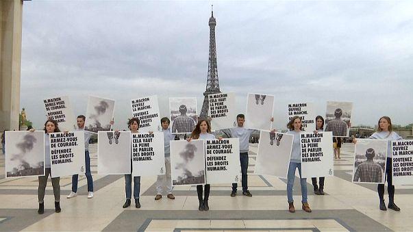 شاهد: منظمة العفو الدولية تعتصم في باريس احتجاجاً على احتفال فرنسا بالأمير السعودي