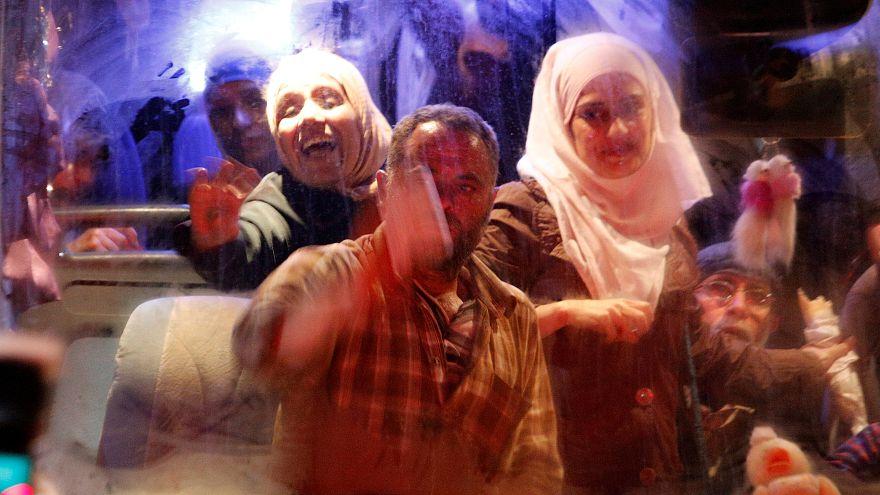 """Освобожденные пленники """"Армии ислама"""" прибыли в Дамаск"""