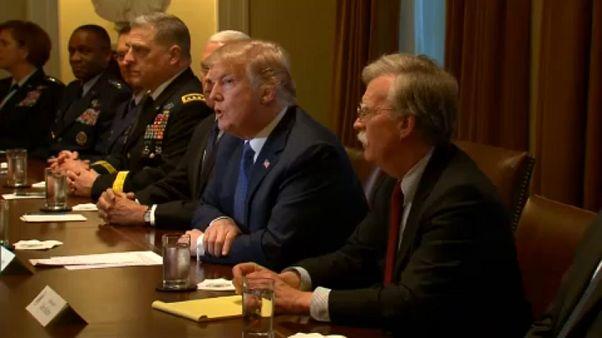 Trump erőteljes választ ígér a szíriai támadásra