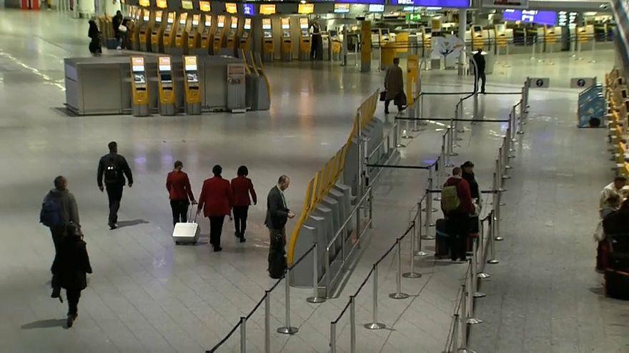 Almanya'da havalimanlarındaki grev nedeniyle yüzlerce uçuş iptal edildi