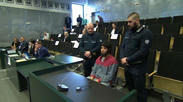 Der Angeklagte zeigte vor Gericht erstmals sein Gesicht.