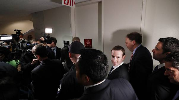 Facebook : Mark Zuckerberg sur le grill des parlementaires