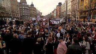 Checos pedem a demissão do primeiro-ministro