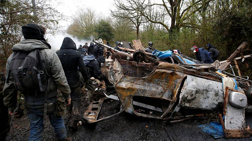 Γαλλία: Συνεχίζονται οι συμπλοκές μεταξύ αστυνομικών και καταληψιών