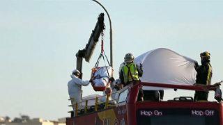 Malta: Tiefhängende Äste fegen durch offenen Bus - zwei Tote