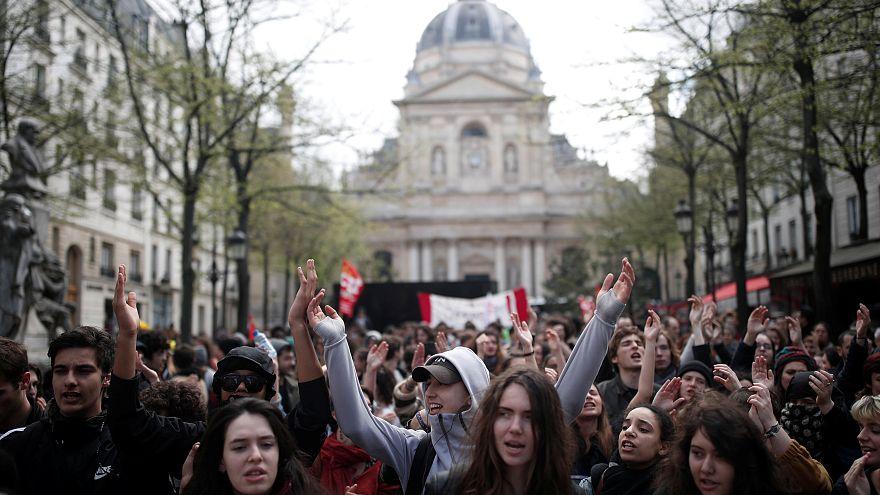 Francia: studenti (e non solo) protestano contro la riforma universitaria