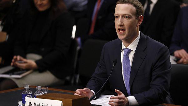 زوكربيرغ ينفي علمه المسبق بتسريب فيسبوك لبيانات المستخدمين