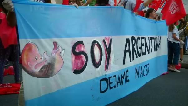 Arjantin'de kürtaj yasası oylaması ülkede kadınları ikiye böldü