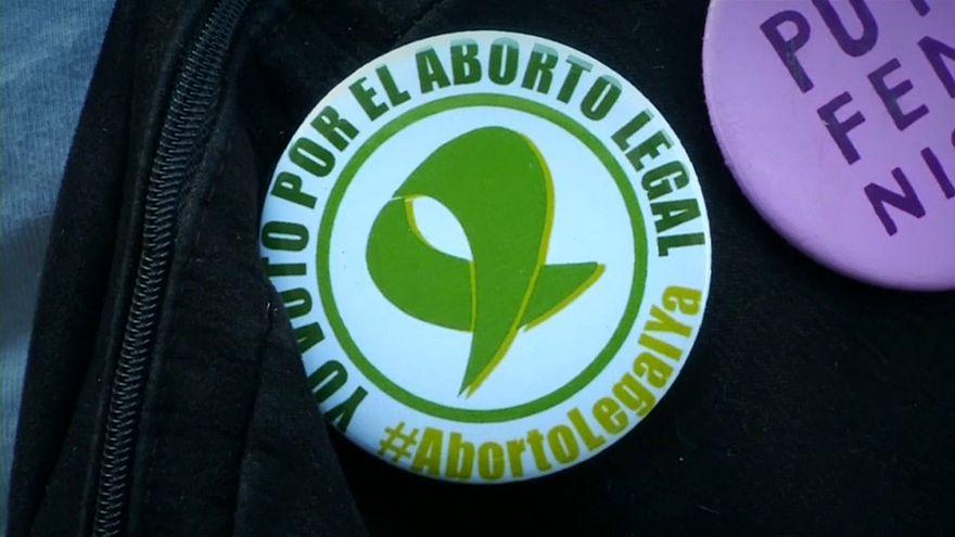 Divampa il dibattito sull'aborto in Argentina