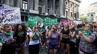 Парламент обсуждает право на аборт