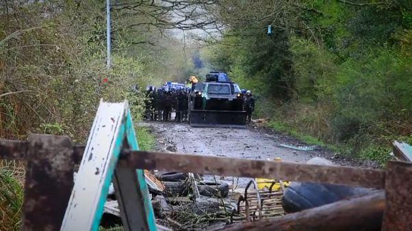 Tercer día de disturbios en el desalojo de una zona okupa en Francia