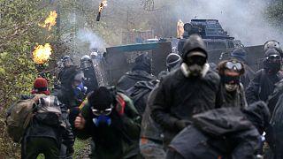 درگیری شدید پلیس و «زدیستها» در غرب فرانسه برای پایان دادن به یک جنبش آلترناتیو