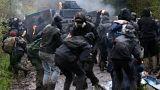 Fransa'da çevreci eylemciler ile polis arasındaki çatışmalar devam ediyor