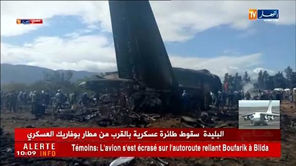 Εκατόμβη νεκρών στην Αλγερία μετά τη συντριβή στρατιωτικού αεροσκάφους