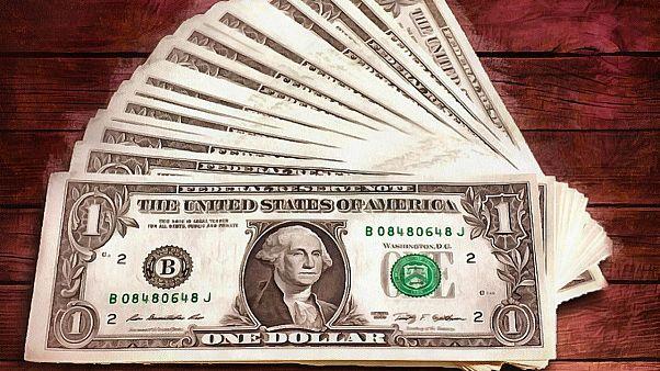 «آرامش پادگانی» در بازار ارز ایران؛ دولت به عرضه محدود دلار ادامه میدهد