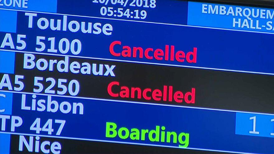 Во Франции продолжаются массовые забастовки Air France