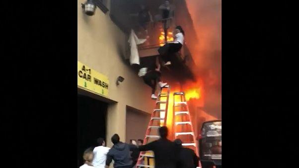 USA: Kinder retten sich vor Feuer mit Sprung vom ¨Balkon