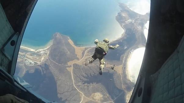 Russische Fallschirmjäger: 2000 Meter in die Tiefe