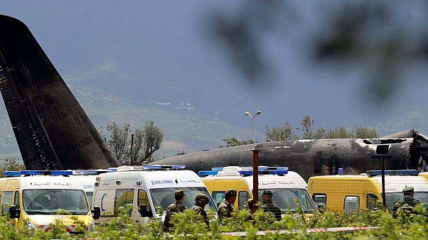 شاهد: لحظة سقوط الطائرة العسكرية الجزائرية