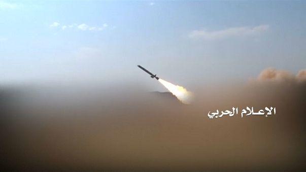 اعتراض صواريخ باتجاه المملكة والحوثيون يحاولون استهداف وزارة الدفاع السعودية
