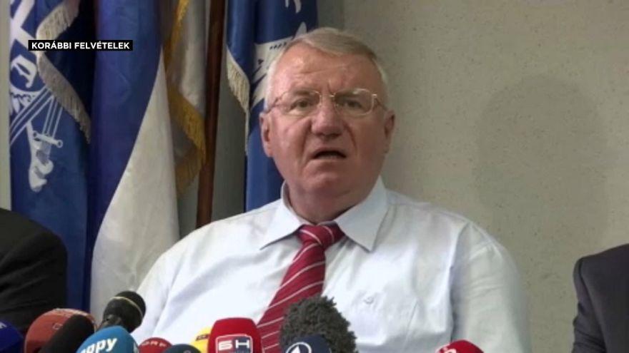 Elítélték Šešeljt, mégsem kell börtönbe mennie
