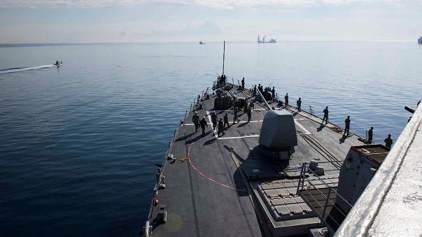 روسيا تراقب تحركات البحرية الامريكية وبريطانيا تدعم العمل العسكري في سوريا