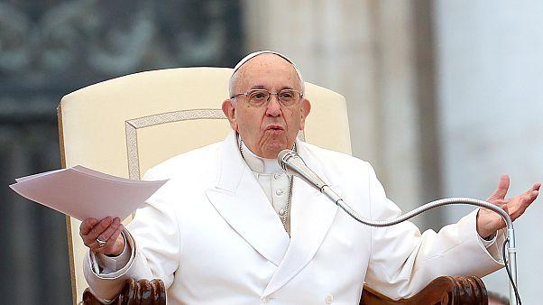 """Papa Francisco admite ter cometido """"erros graves"""" no caso dos abusos sexuais de menores no Chile"""