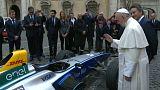 شاهد: البابا فرانسيس يبارك سيارة فورمولا E